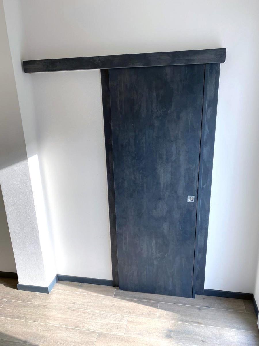 Porta interna in effetto malta cemento